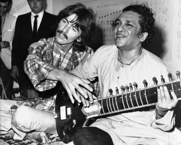 Ravi Shankar et George Harrison - photo AP