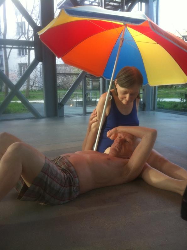 Ron Mueck - Couple under Umbrella