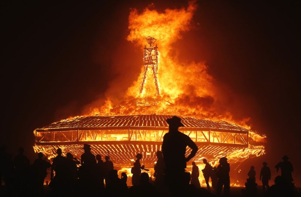 Burning man - crédit photo Jim Urquhart - Reuters