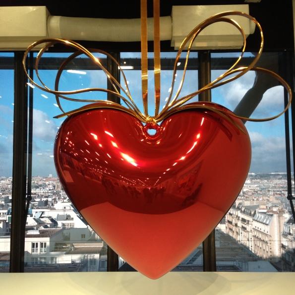 Jeff-Koons-Hanging-Heart-Woocares