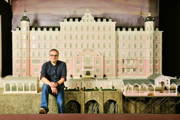 Simon Weisse chef maquettiste de Wes Anderson_extra_light